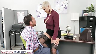Killing hot female boss Ryan Keely gets her pussy licked and fucked by revolutionary staff member Johnny Castle