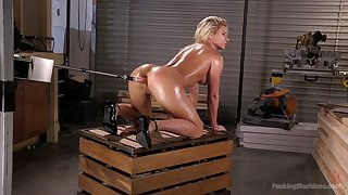 Oiled up female body builder Ariel X is testing crazy fucking machine