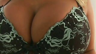 Dude with chubby cock fucks anus be required of prexy bimbo Lucy Lovelle and cums in her mouth