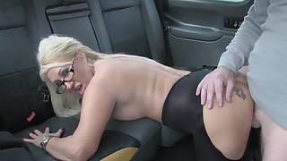 Hot taxi sex be useful to lucky cleaning woman added to flaxen-haired slut Mia Makepeace